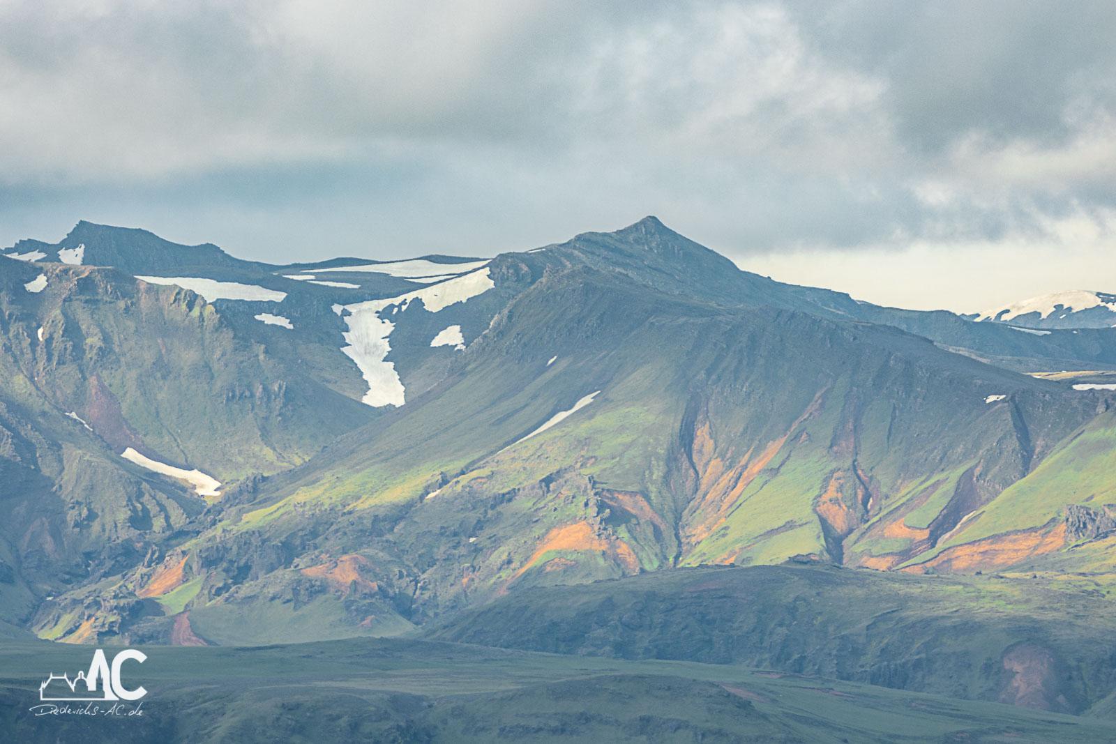 Bunte Berge bei Dyrhólaey